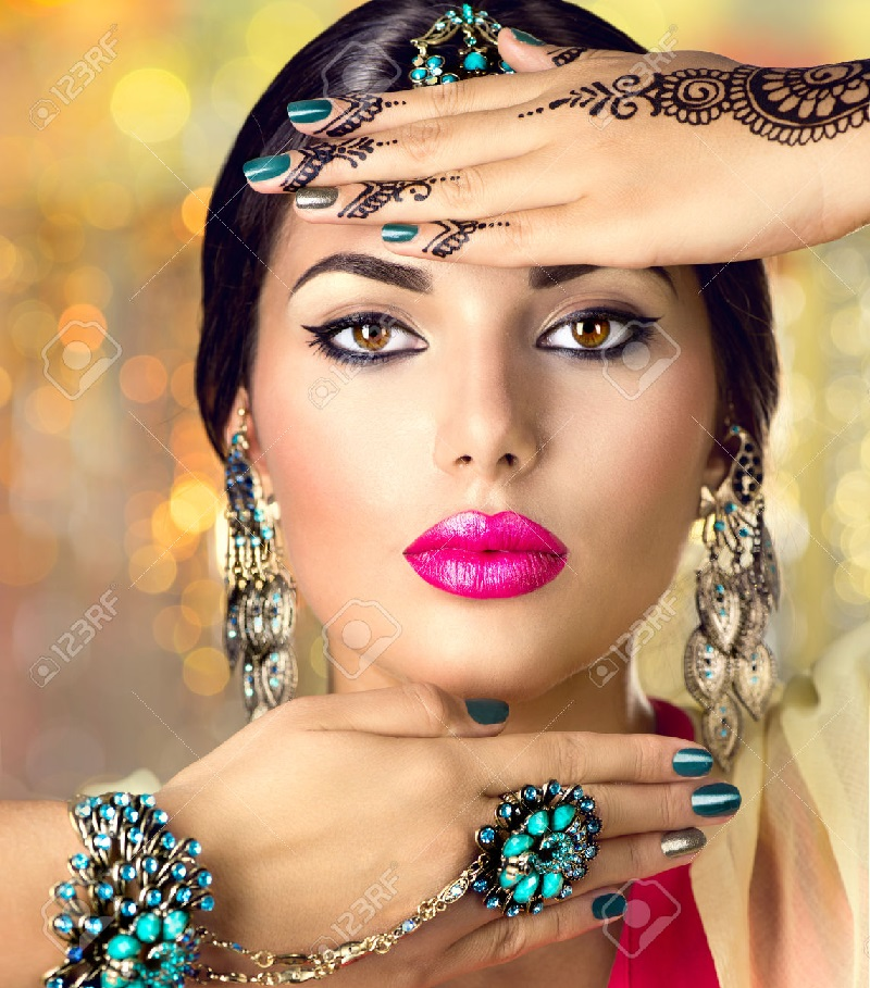 Belleza india máscara con big boobies